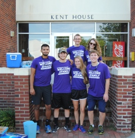 Peer Mentors and the SGA help freshman move into Kent