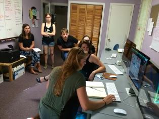 Hailey Craig shows The Elm staff how to edit photos