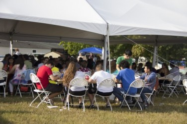 Families enjoy crabs at Phi Delta Theta's Crab Feast during Fall Family Weekend